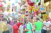 ألعاب العيد .. «رامز» بيولعها نار فى الشوارع بـ 50 جنيها