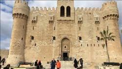 إقبال كثيف للأفواج السياحية الأجنبية على قلعة «قايتباي»