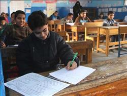 طلاب مراحل النقل المختلفة بشمال سيناء يؤدون امتحانات نصف العام