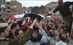 """محافظ الغربية يتقدم مشيعي الشهيد """"جويدي"""" بقطور"""