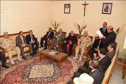 محافظ الإسكندرية يزور كنيسة القيامة ويهنئ الكاثوليك بعيد الميلاد