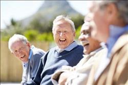 دراسة: الخروج من المنزل يطيل عمر كبار السن