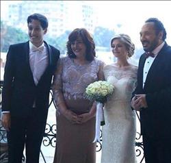 علي الحجار وزوجته يحتفلان بزفاف نجلهما أحمد