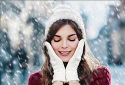 تخلصي من جفاف بشرتك في الشتاء بـ«الكاكاو والفراولة»
