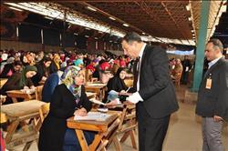 نائب رئيس جامعة عين شمس لشئون التعليم والطلاب يتابع سير الامتحانات