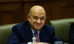وزير السياحة استقبل العام الجديد بمتابعة ملفات القطاع داخل مكتبة