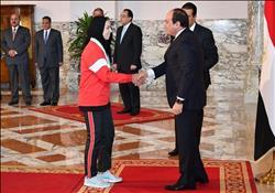 الرئيس يمنح الرياضيين الفائزين بميداليات وجوائز عالمية أوسمة الجمهورية