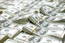انخفاض أسعار العملات الأجنبية في البنوك.. اليوم