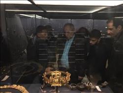 نائب وزير الخارجية اليوناني يزور «توت عنخ آمون» بالمتحف المصري