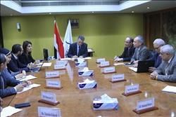 وزير النقل يبحث مع وفد الوكالة الفرنسية مشروعات المترو وترام الإسكندرية