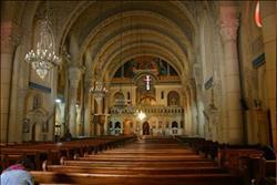 «المرقسية» بالإسكندرية تتحدى الإرهاب وتستقبل المصلين بروح الإصرار