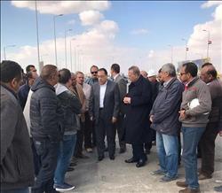 وزير الإسكان ومحافظ الجيزة يتفقدان كوبري «العبور- جهينة» قبل التشغيل