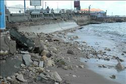 سلطان يكلف حماية الشواطئ بإصلاح الكورنيش نتيجة النوات