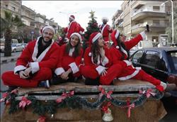 أقباط الغربية يحتفلون بأعياد الميلاد في الكنائس والحدائق والتنزهات