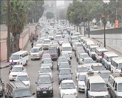 صور.. كثافة مرورية بمعظم محاور وميادين القاهرة والجيزة