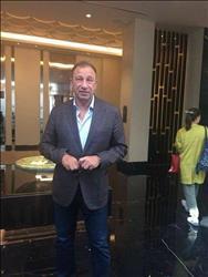 وفد الأهلي برئاسة الخطيب يصل الإمارات لحضور السوبر