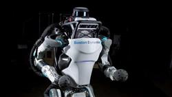 اختراع عضلات صناعية للربوت قادرة على حمل وزن 3 كجم