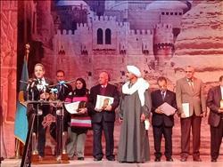 وزير الآثار يكرم «كبير الحفريين» في دار الأوبرا