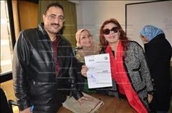 صور| نبيلة عبيد تحرر توكيلاً لدعم ترشح السيسي بانتخابات الرئاسة