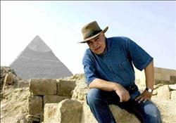 """شاهد   زاهي حواس يكشف حقيقة خاتم فرعوني مكتوب عليه اسم """"السيسي"""""""