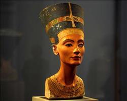 عالمة بريطانية: «نفرتيتي» لم تحكم مصر..وليست من أسرة ملكية