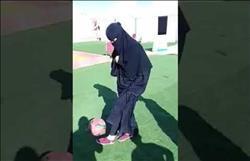 فيديو| فتاة سعودية تستعرض مهارتها في كرة القدم.. ونشطاء: «رجل متنكر»