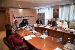 اللجنة العليا توصي بتطويرالتشريعات والأنشطة لكبار السن