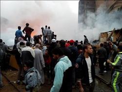 بالفيديو.. الأهالي يساهمون في إطفاء حريق مخزن الكابلات بالهرم