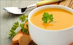 أشهر أطباق الحساء للتدفئة أيام البرد.. أبرزها العدس