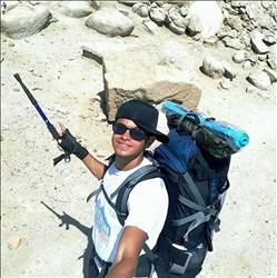 شاب يقررالسفر مشيا  من القاهرة إلي الأقصر