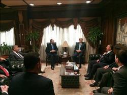 رئيس ميناء الإسكندرية يستعرض تطويره مع سكرتير المنظمة البحرية