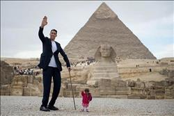 الصحف العالمية تسلط الضوء على زيارة أطول رجل و اقصر امرأة لمصر