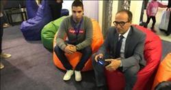 «الحاج علي» يشارك في مباراة كرة قدم إلكترونية بمعرض الكتاب