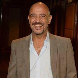 الخميس.. أشرف عبد الباقي يقدم «يحكى إنه مع ابن ابنه» على «9090»