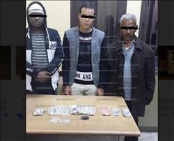 تفاصيل القبض على بائع جرائد يتاجر في العملة بالتحرير