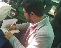 الكاتب الكويتي سعود السنعوسى يوقع إصداراته بمعرض الكتاب