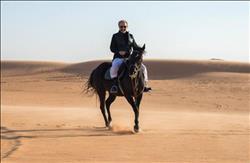 بالصور| الوليد بن طلال يتنفس نسائم الحرية مع أسرته وحفيداته