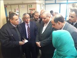 صور| زيارة مفاجئة لرئيس جامعة الأزهر لمستشفى سيد جلال الجامعي