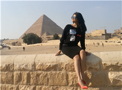 شاهد.. نجمة آراب أيدول تروج للسياحة المصرية من الأهرامات