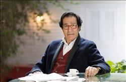 «فاروق حسني» يفتتح معرضه الفني بحضور نجوم المجتمع