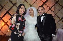 صور| بوسي تشعل الأجواء بزفاف «محمد ومي»