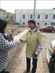 صور| «التدخل السريع» يساعد مشردة في الحصول على شقة بالإسكندرية