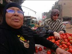 صور| «بوابة أخبار اليوم» ترصد تطبيق الباعة لأسعار السلع الغذائية بالمنوفية