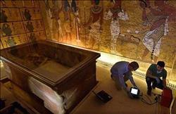 إهداء نتائج المسح الراداري بوادي الملوك للأثري أيمن إبراهيم