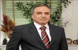 نقيب الصحفيين : الرئيس يجتمع مع رجال الأعمال العمانيين غدا