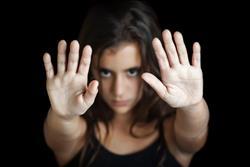 بمناسبة اليوم العالمي لختان الإناث.. تعرف على عقوبة ممارسي الختان
