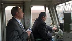 رئيس السكة الحديد يتفقد محطة الشرق ويستقل قطارا حتى بنها