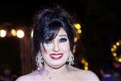صور| فيفي عبده تستقبل عيد الحب بإطلالة حمراء