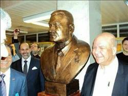 إزاحة الستار عن تمثال الزعيم جمال عبد الناصر في روسيا.. بحضور نجله
