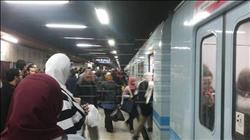لقطة اليوم| «بائعة» تتسبب في تعطيل المترو بمحطة «عبد الناصر»